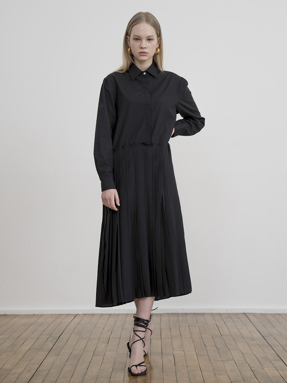 Pleated shirt long dress in black