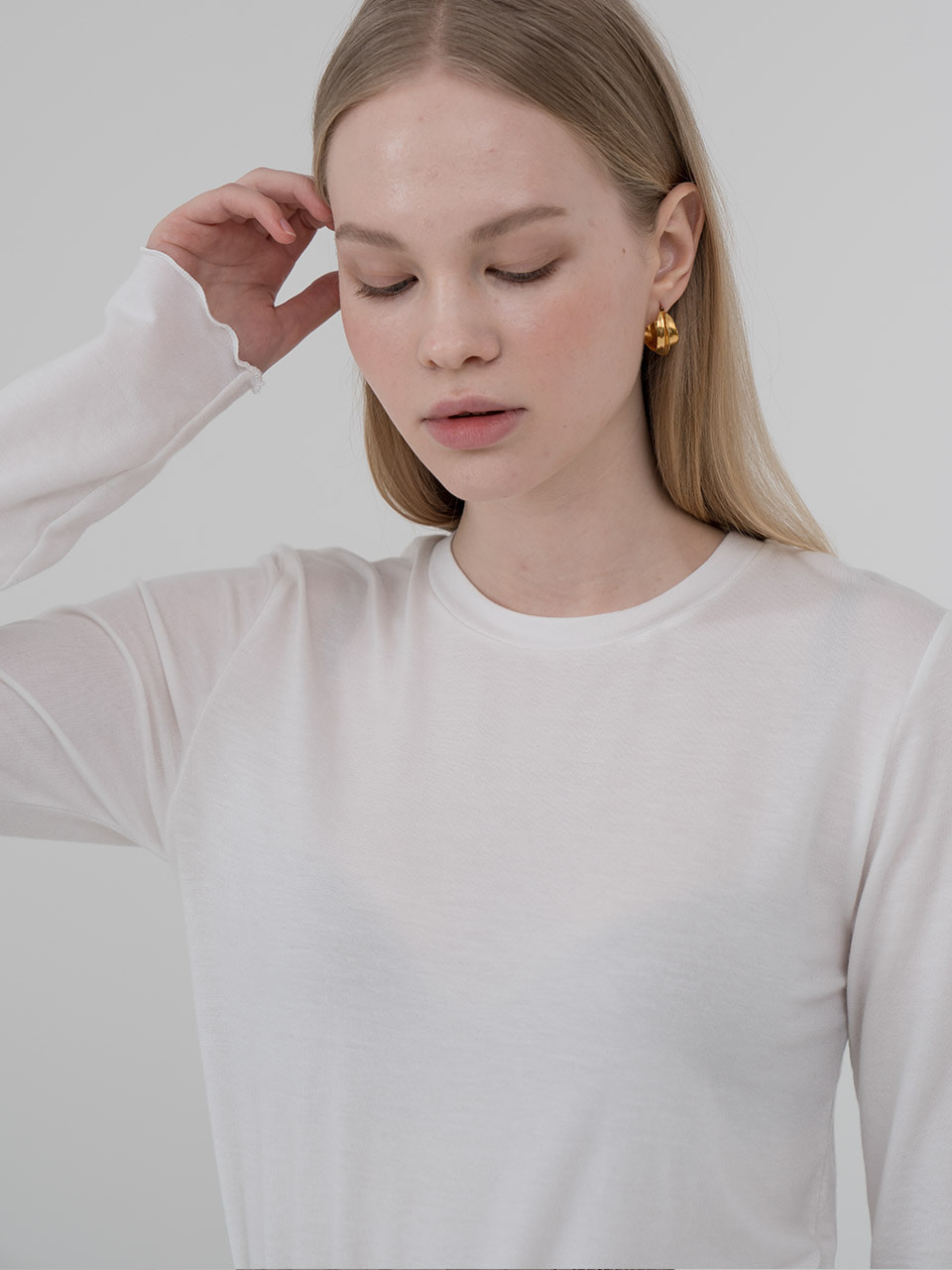 Tencel pleated sleeve round tee in ivory