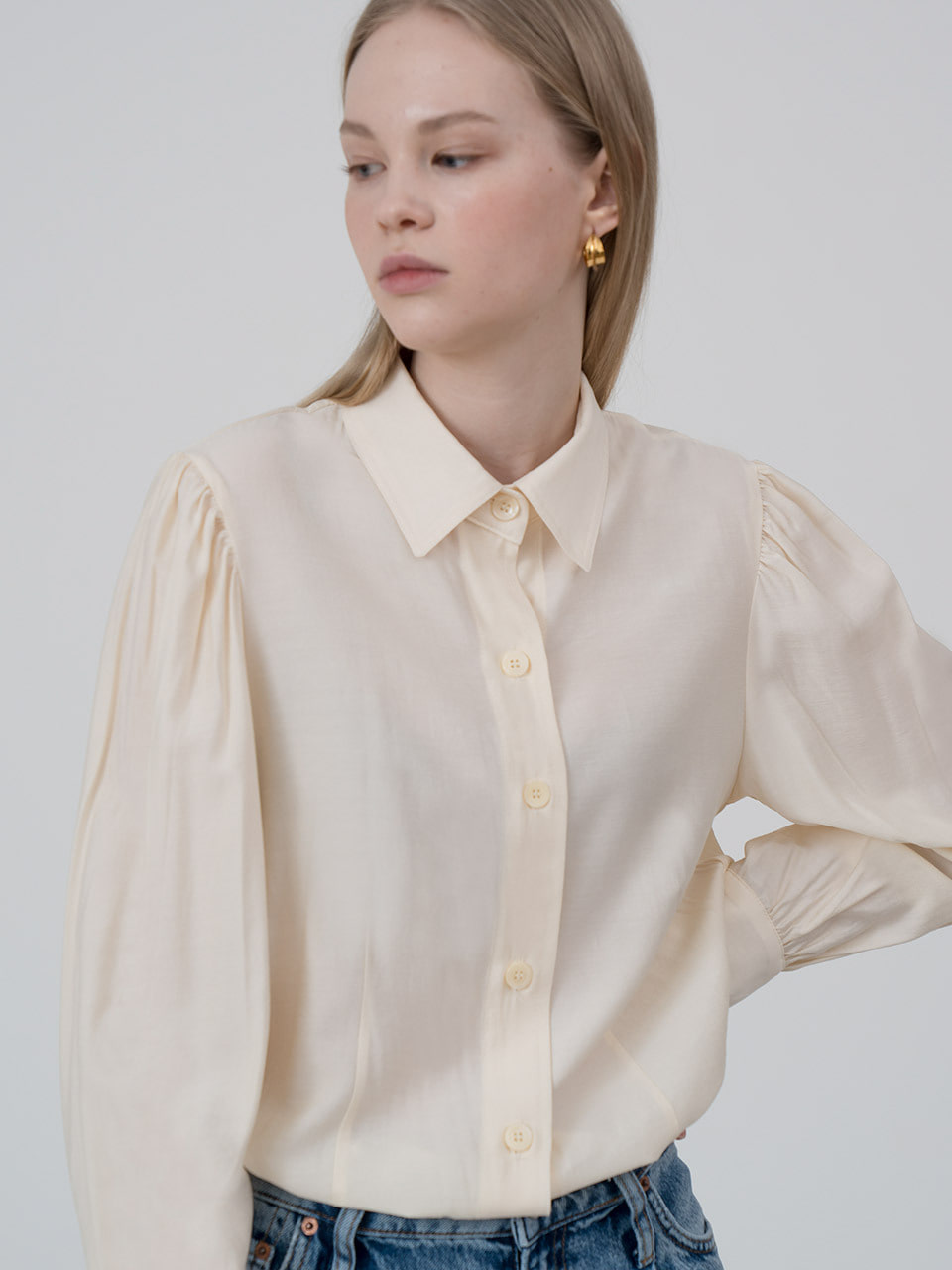 Puff sleeve blouse in butter